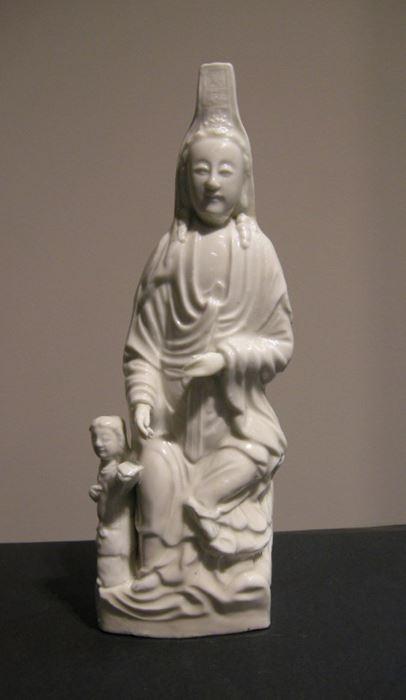 Extremement Rare Guanyin En Porcelaine Blanc De Chine Avec Une